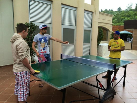 Cettia Apart Hotel: GAMES WITH ADAM AND MARTYN