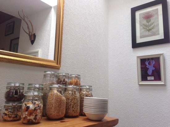 Ardlogie Guest House: 6 cereals & 5 choices of dried fruits, seeds & mixed nuts to choose from at Ardlogie