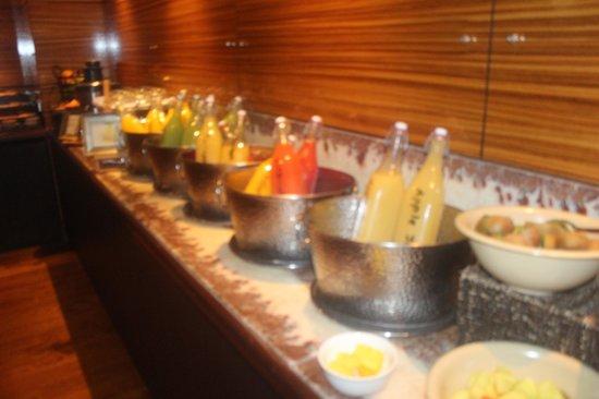 Sofitel Auckland Viaduct Harbour : breakfast bar