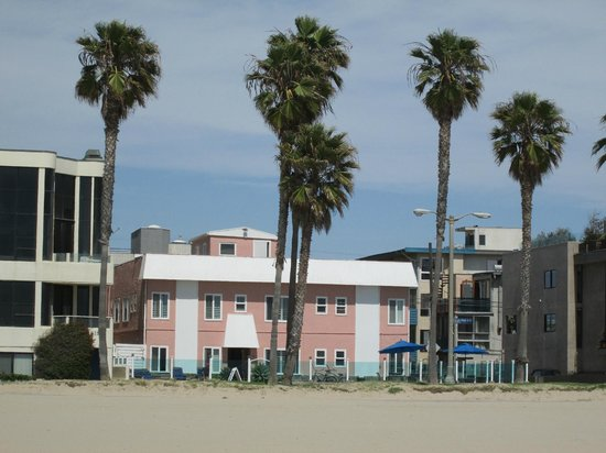Venice On The Beach Hotel : back of the hotel that overlooks the beach