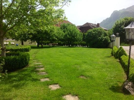 Hotel-Pension Bloberger Hof: giardino