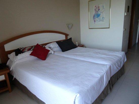 Hipotels Barrosa Park: une très belle chambre et une spacieuse terrasse