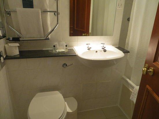Thistle Edinburgh City Centre, The King James: Bathroom