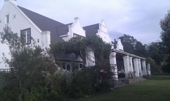 Fynbos Ridge Country House & Cottages: Back side of guesthouse