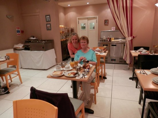 Elysee Hotel: Full English breakfast in the dining room