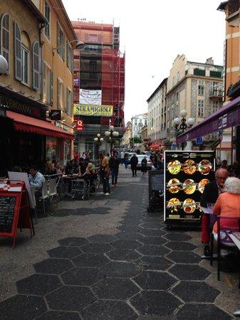 Mercure Nice Promenade des Anglais: Pedestrian streets full of restaurants right under the hotel