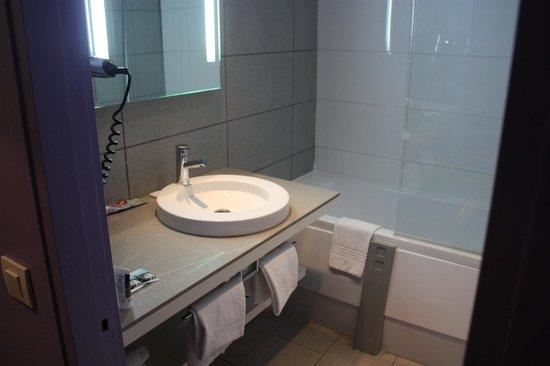 Mercure Nice Promenade des Anglais: Bathroom