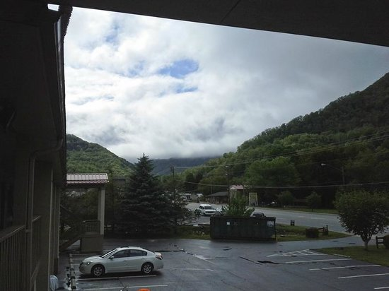 Best Western Mountainbrook Inn: View from the balcony in front