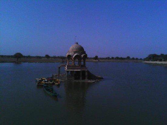 Gadsisar Sagar Lake: Gadisar Lake