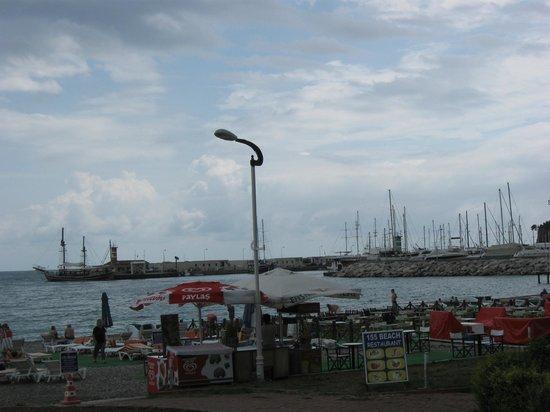 Romeo Otel: На набережной рядом с отелем