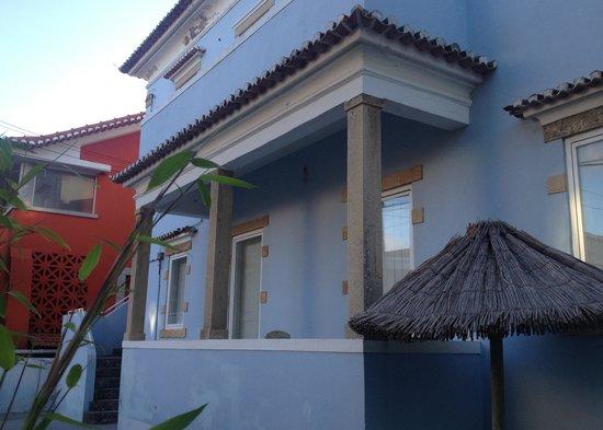 Aloha Beach House Hostel : Exterior Front of House