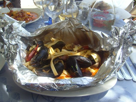 Ristorante Mediterraneo: scialatielli al cartoccio