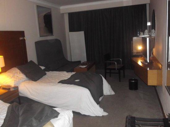 Radisson Blu Hotel, Cairo Heliopolis : Comfortable room as long as you keep the window closed