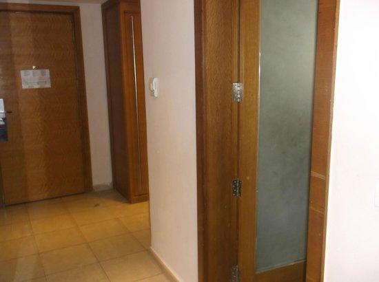 Radisson Blu Hotel, Cairo Heliopolis : Entry way to room