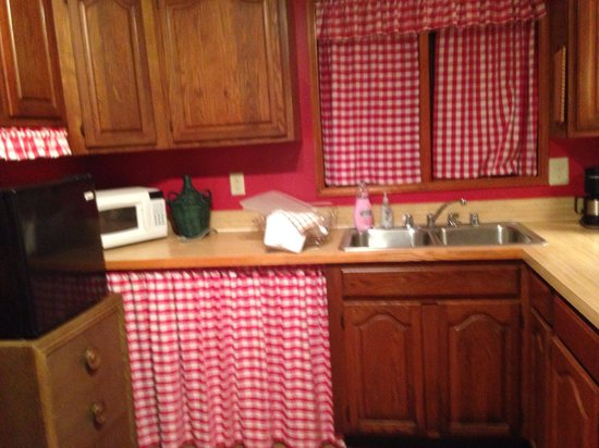 Cheesecake Farms Bed and Breakfast : Kitchen in the Tac Room