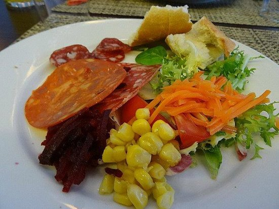 Ibis Girona Costa Brava: Menu del Dia - 3 course set meal with drinks €13 - excellent value