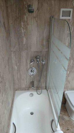 NJV Athens Plaza: Bathroom interior