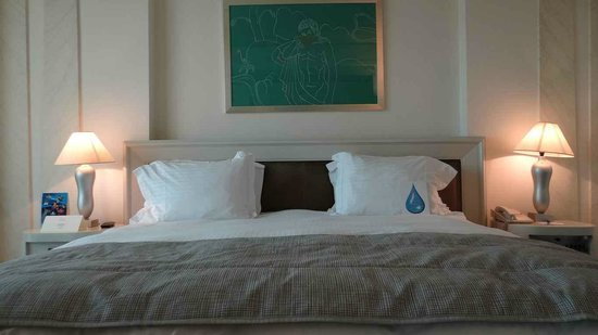 NJV Athens Plaza: The king size bed