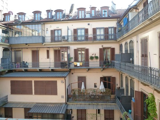 TownHouse 70 : view from 309