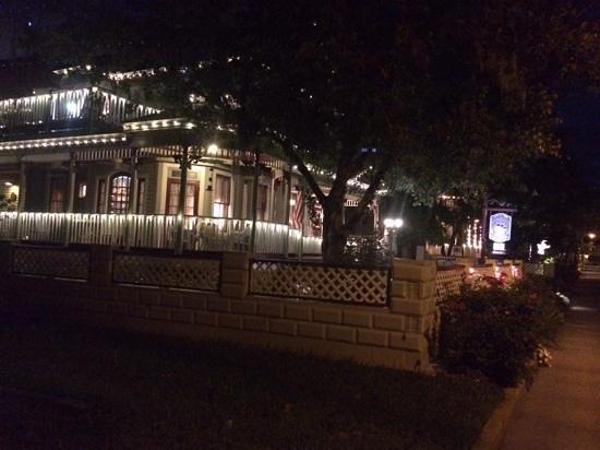 The Cedar House Inn : romantic
