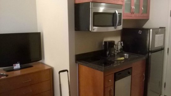Residence Inn Atlanta Downtown: Bare bones kitchen