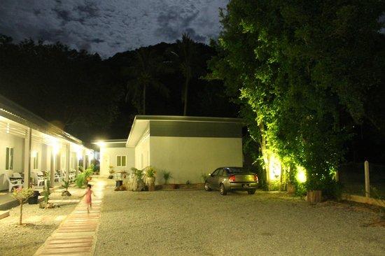 Cactus Inn: Night view