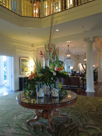 Moana Surfrider, A Westin Resort & Spa: Surfrider Lobby