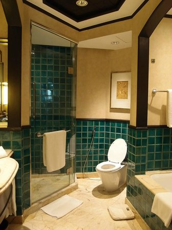 Sheraton Grande Sukhumvit, A Luxury Collection Hotel: バス・トイレ・シャワーブース