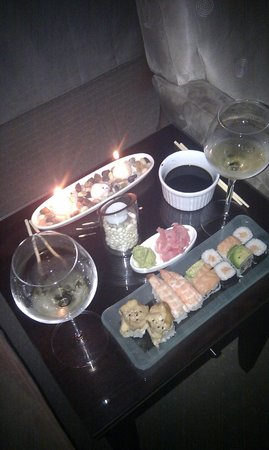 Head Over Hills: Enjoying sushi in our room
