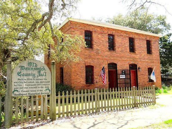 Old Brunswick County Jail Museum: view of jail from parking lot