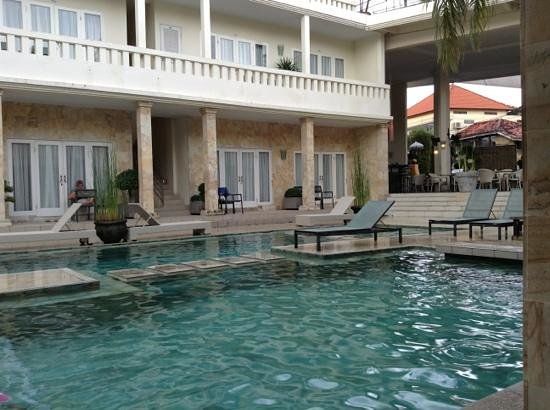 Bali Court Hotel and Apartments: pool