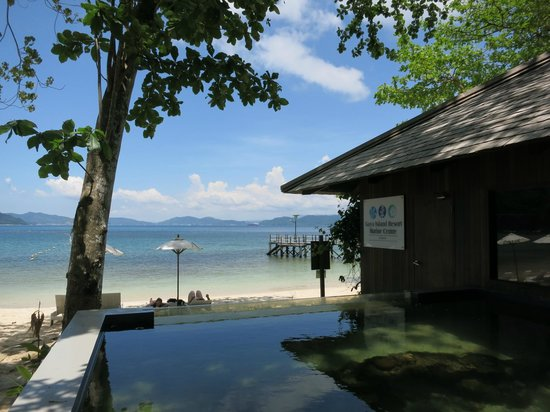 Gaya Island Resort : Private Beach