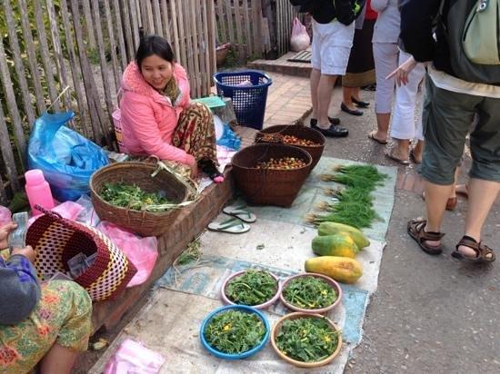 Lao Lu Lodge: le marché du matin et les produits des montagnes