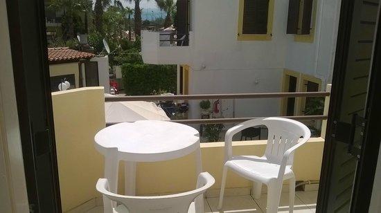 Sun & Sea Apartments: terrazzo