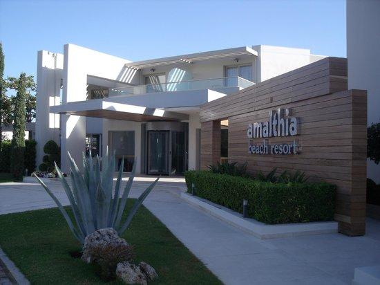 Amalthia Beach Resort: Entrance to reception