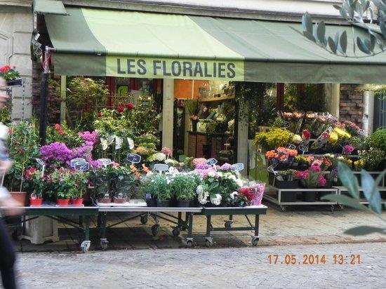 Hotel du Cadran Tour Eiffel: market