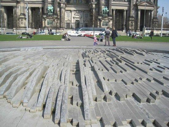 Original Berlin Walks: In front of a museum,