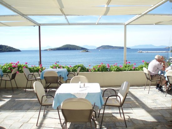 Hotel Alkyon: Outdoor breakfast terrace