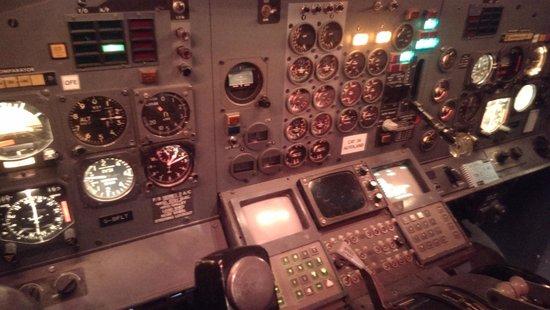 Real Simulation: 737-200 Simulator cokpit