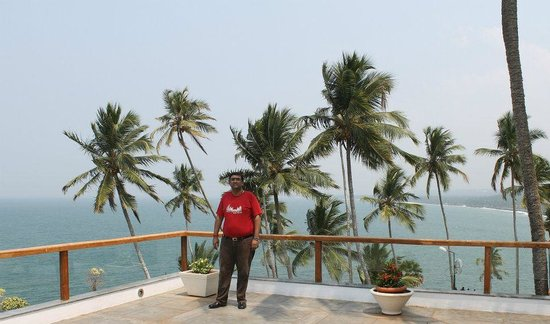 The Leela Raviz Kovalam: Amazing View at the open restaurant