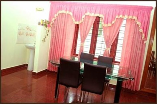 Pavithram Home Stay : DINING SPACE
