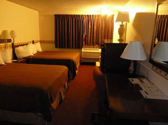 North Temple Inn : Twin room