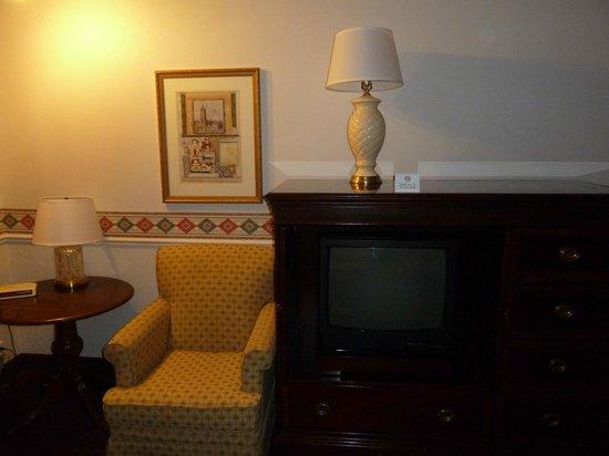 North Temple Inn : Retro TV