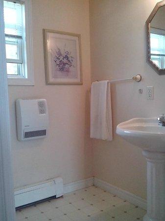 Capeway Motel : Bathroom (3pc.)