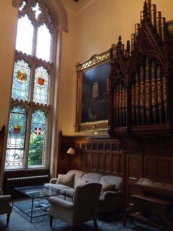 Nutfield Priory Hotel & Spa: Salón