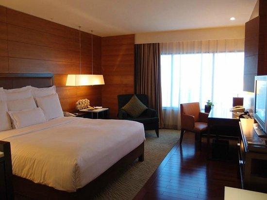 JW Marriott Hotel Bangkok: 寝室(WIDE)
