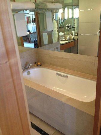 Hyatt Paris Madeleine: bathroom