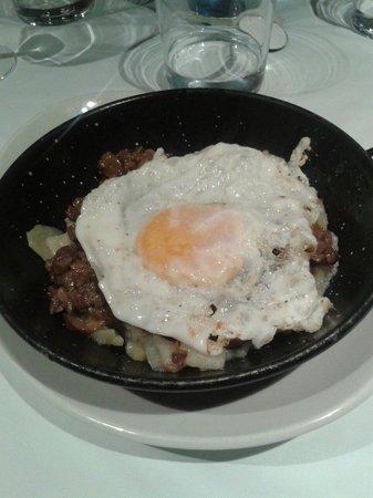 San Nicolás La Cocina Vasca : Cazuelica de  huevos rotos/estrellados con hongos y patatas COCIDAS  y no fritas.