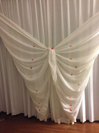 Zoetry Agua Punta Cana : Window treatment in rooms that they do with fresh flowers at night time turn down.