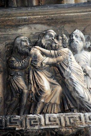 Abbatiale de Saint Gilles : Détail du portail Abbatiale Saint Gilles